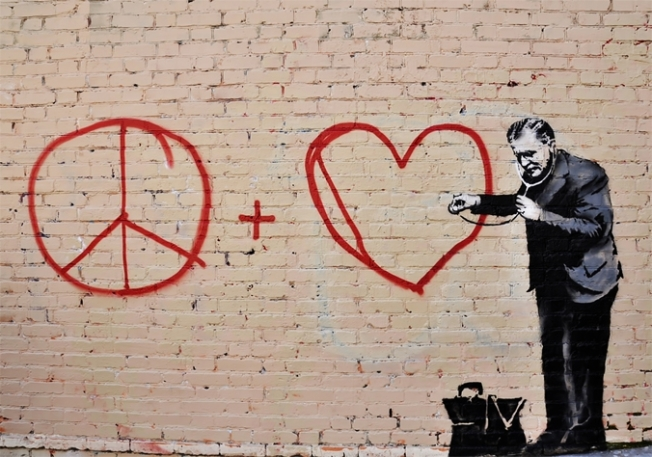 banksy-peace-love-doctor-b094-colour-39083-51604_medium