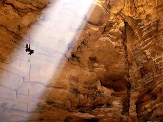 Majlis-al-Jinn-Cave-1